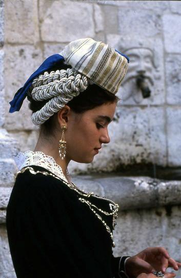 tipico abito delle donne di Scanno