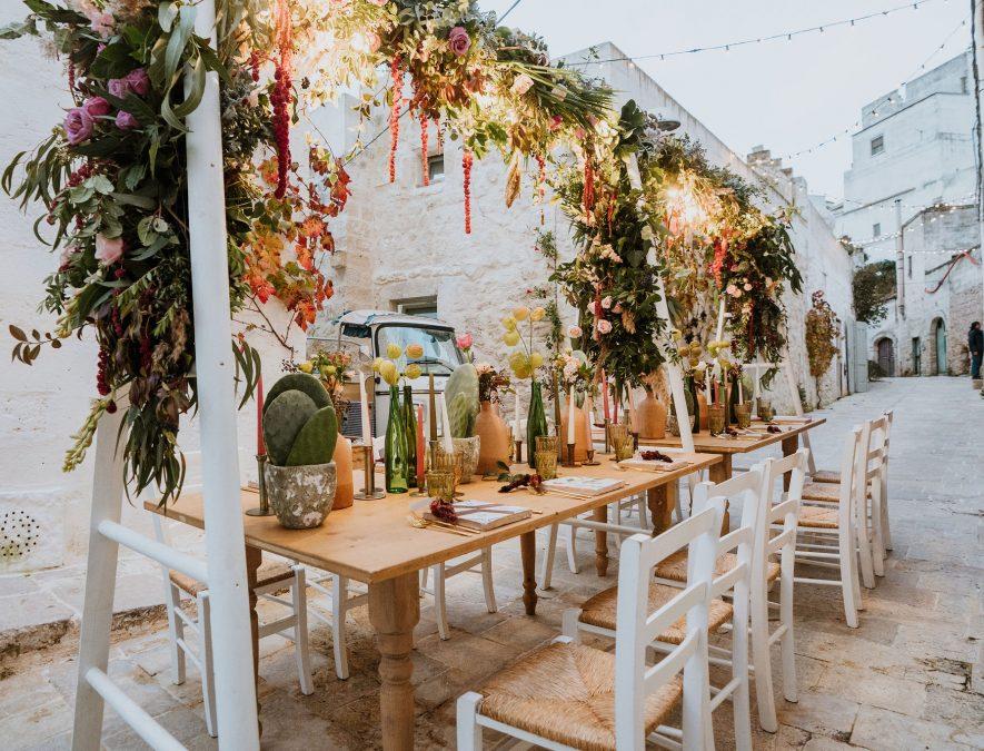 tavolo imperiale nelle vie del borgo di Ginosa, Puglia